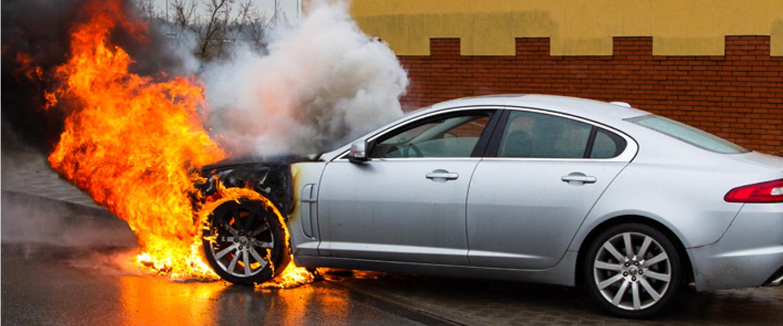 mobil terbakar tiba-tiba kenali penyebabnya