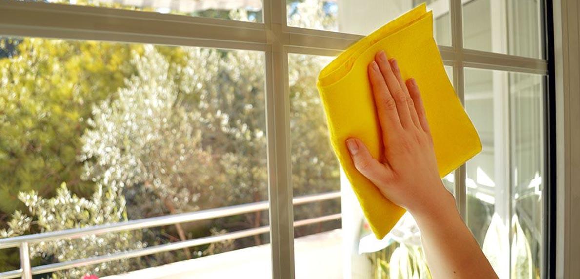 5 Tips Untuk Membersihkan Jendela Yang Berkerak
