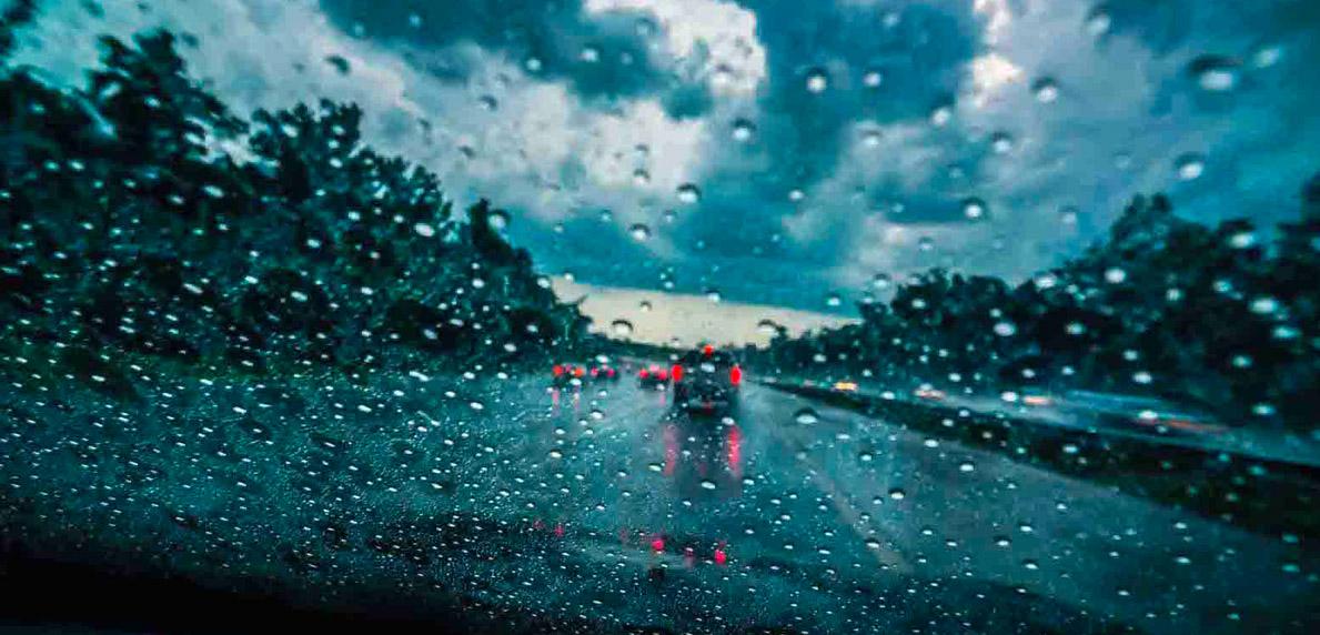 Tips aman berkendara saat hujan - Simas Insurtech